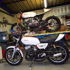 Yamaha RD 400 Daytona Special Yamaha Motorbikes, Yamaha Motorcycles, Suzuki Cars, Custom Sport Bikes, Classic Bikes, Scrambler, Cool Cars, Racing, Vehicles