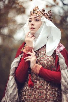 """""""This is a fantastic recreation of a lady's wardrobe c. gown, surcoat, fur-lined cloak, wimple & veil. The weight and colours of fabrics are spot on. Medieval Costume, Medieval Dress, Medieval Fashion, Medieval Clothing, Historical Costume, Historical Clothing, Middle Ages Clothing, Fantasy Costumes, Renaissance Fair"""