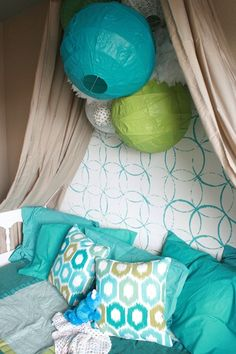Girls Bedroom remodelaholic.com #stenciled_wall #crown #cornice_canopy blue and green