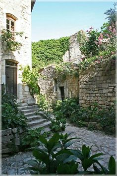 Visit France, South Of France, Cool Places To Visit, Places To Go, Provence France, Provence Style, Mediterranean Garden, Destination Voyage, French Countryside