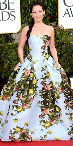 Also at the Golden Globes, actress Lucy Liu stole the spotlight in a breathtaking, larger-than-life, pale blue floral ball gown by designer Carolina Herrera. Styled with a stunning fishtail side braid and simple Lorraine Schwartz jewels, she looked out of this world, at least in our opinion anyway!