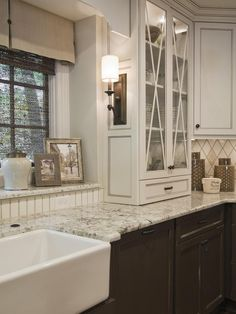 Farmhouse Sink - Graceful Classic Kitchen