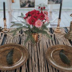 Aranjamente Florale pentru Nunti, buchete, decorațiuni. Calitate și creativitate pentru nunți și botezuri minunate! Suna-ma chiar acum! Vaze, Floral Wedding, Wedding Flowers, Table Decorations, Ideas, Design, Home Decor, Decoration Home, Room Decor