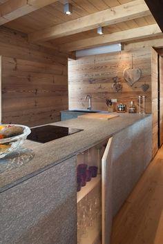 UN CALDO CHALET DI DESIGN : Cucina in stile in stile Scandinavo di archstudiodesign