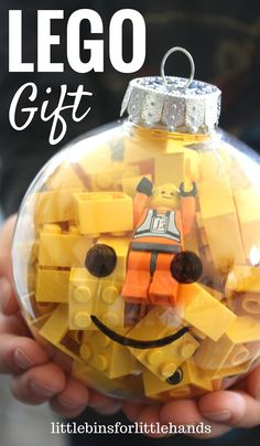 LEGO Ornament Gifts Kid's Stocking Stuffer. DIY LEGO gifts for kids. Simple gifts kids can make for friends.