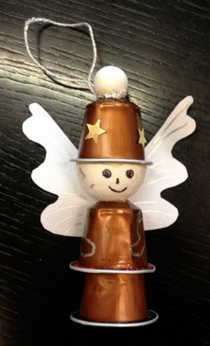 BRICO NOEL Reasonably than throwing away your espresso capsules don't hesitate - Room Decoration Handmade Christmas Decorations, Christmas Crafts For Kids, Xmas Crafts, Xmas Decorations, Simple Christmas, Christmas Diy, Christmas Ornaments, Christmas Coffee, K Cup Crafts
