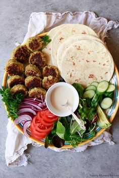Easy Falafel 2019 Easy falafel wrap made with canned chickpea falafel flatbread and homemade tahini sauce. Falafel wraps make the best vegetarian vegan plant-based lunch or dinner. The post Easy Falafel 2019 appeared first on Lunch Diy. Falafel Wrap, Falafel Vegan, Wrap Recipes, Dinner Recipes, Homemade Tahini, Whole Food Recipes, Cooking Recipes, Vegetarian Recipes, Healthy Recipes