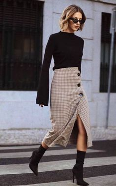 Knitted sweater / Street style fashion / fashion fashion , Knit Sweater / Fall Street style fashion / … , Outfits for Work Source by scoutthecity Trajes Business Casual, Business Casual Outfits, Trendy Outfits, Fashion Models, Girl Fashion, Womens Fashion, Style Fashion, Fashion Check, Fashion Skirts