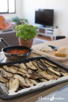 Parmigiana, un gratin d'aubergines à la tomate et au parmesan - Cuisinons En Couleurs Parmesan, Moussaka, Eggplant, Sausage, Pork, Beef, Vegetables, Cooking, Healthy