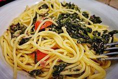 Nudeln mit Spinat, Schafskäse und Tomate, ein beliebtes Rezept aus der Kategorie Nudeln. Bewertungen: 278. Durchschnitt: Ø 4,4.