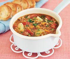 Soppa på gröna linser och potatis tillsammans med morötter och tomater, en mustig potatissoppa med känsla av höst. Soppan toppar du med en salsa på färsk persilja och vitlök, det lilla extra kommer med persiljesalsan nämligen.