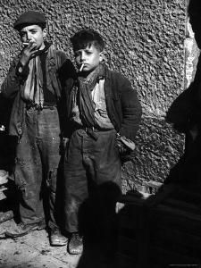 Ragged, Filthy, Poverty Stricken, Street Boys Smoking Cigarettes Begged from American Soldiers Photographic Print by George Rodger - Kids Photography Vintage Pictures, Old Pictures, Old Photos, Family Pictures, Black White Photos, Black And White Photography, Fotografia Retro, John Russell, Poor Children