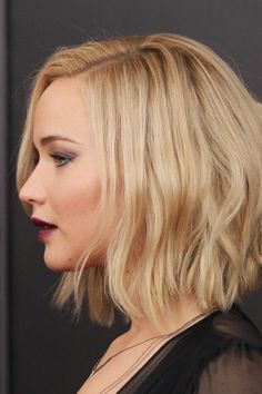 """For a Heart-Shaped Face - The Best Short Cut for Every Face Shape - Southernliving. """"Really wavy hair is back in a big way. Jennifer Lawrence currently has her hair right above her shoulders and wearing beachy waves. She pulls it off so well because of her heart-shaped face,"""" Duck says. Louisville-born, Jennifer Lawrence shows off her short, beachy waves."""
