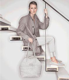 Een elegante en zomerse shopper! (€179,95) #Jolie #Raffia #Shopper #Handtassen #FreddelaBretoniere