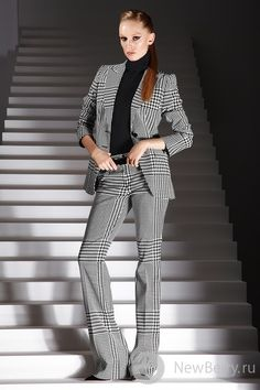 Escada Love the cut of these pants Business Attire, Business Fashion, Business Casual, White Fashion, Look Fashion, Style Work, My Style, How To Have Style, Work Attire