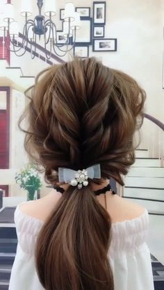 This is a video that teaches you how to tie a curly braid ponytail hairstyle. The post Fashionable curly braided ponytail hairstyle😍😍 appeared first on Suggestions. Winter Hairstyles, Everyday Hairstyles, Pretty Hairstyles, Easy Hairstyles, Wedding Hairstyles, School Hairstyles, Natural Hairstyles, Girl Hairstyles, Braided Ponytail Hairstyles