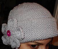 .:: Aprendendo Tricô ::.: Gorro + Flor com agulhas retas Magenta, Beanie, Knitting, Hats, Animal, Image, Girl Beanie, Knitted Flowers, Beret