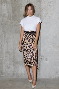 Nadire Atas on Wild Animal Prints what to wear with a leopard print skirt - Ecosia Leopard Print Skirt, Animal Print Skirt, Leopard Skirt Outfit, Illustration Mode, Looks Street Style, Elegant Outfit, Look Chic, Office Outfits, Mode Inspiration