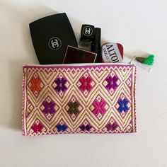 """Beautiful Hand Made Bag! *Hand made beautiful artisan bag from Chiapas, Mexico.                                                                        *Brand new.                                                                 *Every bag is unique in color and design.                    *Perfect for you to keep it inside your bag, as a makeup, lipgloss or any necessities keeper.               *Great to give as a gift                                              *Avrg size 5.25"""" x 8"""" Price is…"""
