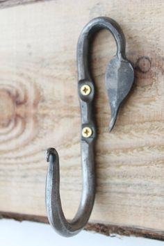 Bent Leaf Hook Right Forged Steel Hook Whimsical por HonestSteel