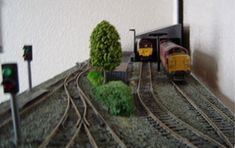A model railway site designed for beginners to railway modelling. Supplying practical model railway advice, information, hits and tips to railway modellers building their first model railway layout Model Railway Track Plans, N Scale Trains, Model Train Layouts, Train Set, Models, Model Trains, Toy Trains, Site Design, Railroad Tracks