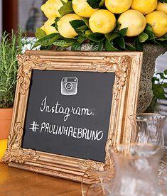 Uma lousa emoldurada ganhou a hashtag do casamento Festa de casamento | Wedding party