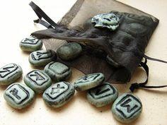 Rambling Runes set 7- a traveling divination set