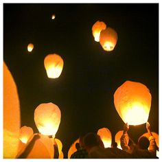 I really want you to do this at your wedding!!! Paper Lantern Release- outdoor wedding