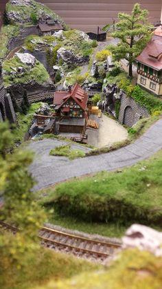 N Scale Model Trains, Model Train Layouts, Scale Models, Village Miniature, Model Railway Track Plans, Amazing Nature Photos, Landscape Model, Wargaming Terrain, Ho Trains