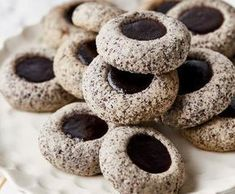 Makovavá kolečka s povidly Christmas Sweets, Christmas Candy, Christmas Baking, Sweet Cookies, Xmas Cookies, Fun Easy Recipes, Sweet Recipes, Poppy Seed Dessert, Fitness Cake