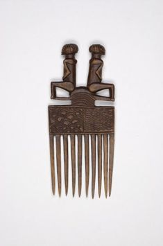 Chokwe, D. R. Congo. Combs, like chairs, are the expression of an artistic ideal for the Chokwe artist. Variations on a theme are very common for these objects. Wood.