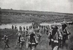 Royal Lancasters crossing a drift at the Battle of Spion Kop on January 1900 in the Boer War British Soldier, British Army, You'll Never Walk Alone, Military History, Old Pictures, Egyptian, South Africa, Britain, Battle