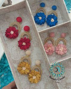 No hay descripción de la foto disponible. Silk Thread Earrings, Soutache Earrings, Beaded Brooch, Beaded Earrings, Earrings Handmade, Crochet Earrings, Seed Bead Jewelry, Beaded Jewelry, Diy Crafts For Gifts