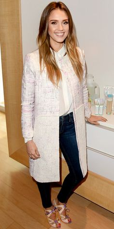 Jessica Alba promoted her new book The Honest Life in a chic Peter Som tweed coat, Rag  Bone skinny jeans and colorful Nicholas Kirkwood heels. Love the polished look!