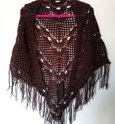 Шаль уже нашла свои плечи. Надеюсь у них завяжется взаимная любовь ❤ #bymouse #вязаниеназаказ #вязаниекрючком #вяжутнетолькобабушки #рукинедляскуки #вязаниеспицами #вязание #вещиназаказ #назаказ #бохо #бохостиль #шаль #мода #стиль #зимниепрогулки #зима #україна #knitting #knit #handmade #scarf #ilikeit #shawl #boho #bohostyle #handmadelondon #crochet #happy #gb