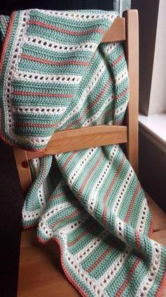 [Free Pattern] Incredibly Elegant Crochet Baby Blanket by Rosa Arguelles