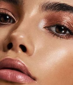 Apr 2020 - Our experts researched dozens of the best highlighter makeup products. We picked the best all natural, best liquid and best overall highlighter. Beauty Make-up, Beauty Shoot, Beauty Hacks, Makeup Goals, Makeup Inspo, Makeup Inspiration, Glossy Eyes, Glossy Makeup, Best Highlighter Makeup