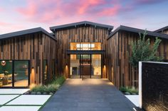 Butler Armsden Architects has renovated this modern nature retreat inspired to feel like a resort in Orinda, California. California Homes, Northern California, Orinda California, Pacific Heights, Modern Ranch, Residential Architecture, Great Rooms, House Tours, Home Remodeling