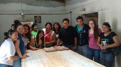 Foto grupal en panadería de Hualahuises durante tour gastronómico!