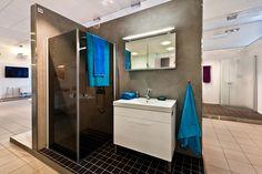 Graafinen kylpyhuone IDO-Kylpyhuonenäyttelyssä. #bathroom #bathroomdesign #interiordesign #homespa #scandinaviandesign #bathroomideas #bathroomsink #interiordecoration #toilet #sink #finnishdesign #bathroominspiration #ceramics  #bathroomidea #tap #washbasin #fauset #sanitary #porcelain #interiorideas #shower #showerhead #toiletseat #exhibition #modern #graphic
