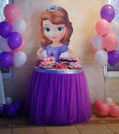 princess table for girl birthday party Sofia The First Birthday Party, Disney Princess Birthday Party, Frozen Birthday Party, Baby Party, Girl Birthday, Tangled Birthday, Fete Emma, Deco Disney, Princesa Sophia