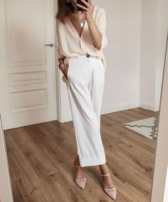 Business Casual Outfits For Women, Casual Work Outfits, Classy Outfits, Chic Outfits, Fashion Outfits, Fashion Trends, Summer Pants Outfits, White Pants Outfit Spring Work, Outfit With White Pants
