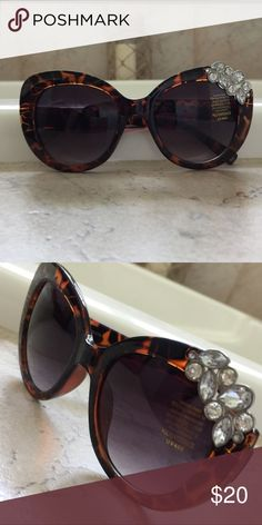 21390d945d88 Rhinestone tortoise shell embellished sunglasses Beautiful pair of  polycarbonate tour tours shell style embellished sunglasses.