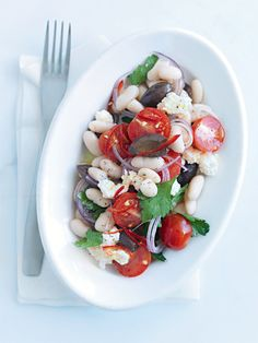 Everything I like in this salad.ricotta, white beans, black olives, cherry tomatoes, red onion with a simple oil and vinegar dressing. Bean Salad Recipes, Healthy Salad Recipes, Veggie Recipes, Healthy Snacks, Healthy Eating, Vegetable Side Dishes, White Beans, Soup And Salad, Cooking
