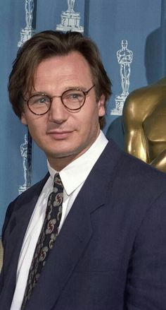 Liam Neeson backstage at the 1994 Oscars Liam Neeson, Cinema, Science Art, Man Candy, Filmmaking, Hollywood, Ballet, Actors, Stars