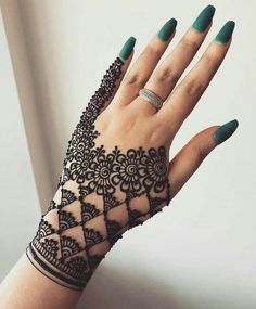 Are you looking for best henna or mehndi arts for beautiful hands? No need to worry at all, just see here our most beautiful mehndi designs if you really wanna make your personality hot and sexy. These elegant mehndi designs are worn by the most fashionab Latest Arabic Mehndi Designs, Eid Mehndi Designs, Modern Mehndi Designs, Mehndi Designs For Girls, Mehndi Designs For Beginners, Mehndi Design Photos, Beautiful Henna Designs, Mehndi Designs For Fingers, Geometric Designs