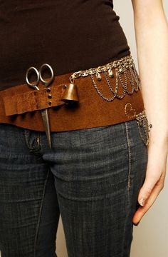 Imagine this belt with allllllll sorts of scissors and knives and spools...