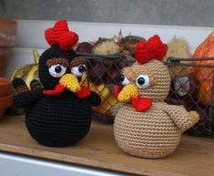 black chicken & golden chicken - link to free crochet pattern on the page