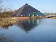 Office de Tourisme de Romorantin - Espace François 1er - La Pyramide, salle de spectacle construite à l'époque de ...la pyramide du Louvre !