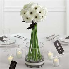 White fresh daisy flower as wedding table centerpiece